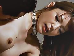 Cute asian babe mesmerizes with penis sucking